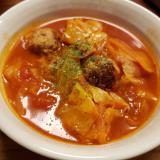 キャベツと肉団子入りトマトスープ