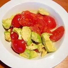 トマトとアボカドのイタリアンサラダ