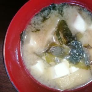 生わかめと絹ごし豆腐の味噌汁