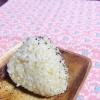 昆布茶で旨味☆玄米のしらす梅おにぎり