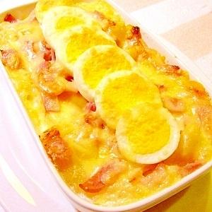 ベーコンとゆで卵のグラタン