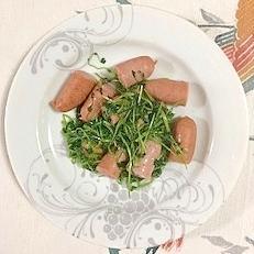 ウインナー、豆苗の炒め物