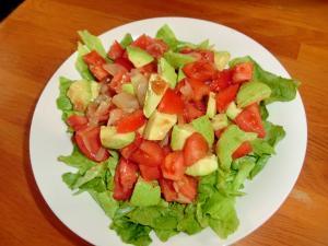 アボガトとトマトと玉葱のサラダ