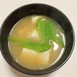 玉ねぎ、絹さやと豆腐のお味噌汁♪