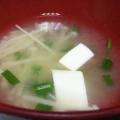 豆腐とえのき茸とねぎの味噌汁