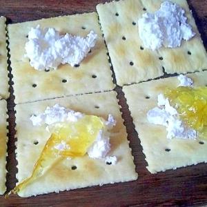 手作りカッテージチーズとママレードのカナッペ