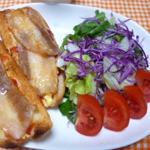 ベーコンエッグドッグとサラダのワンプレート