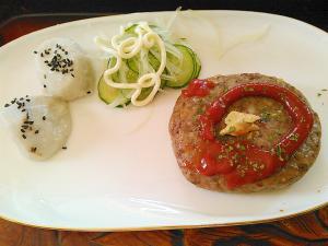 里芋キュウリ玉ねぎサラダ&ハンバーグプレート