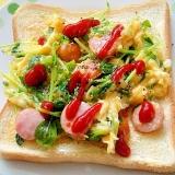 豆苗とウインナーのスクランブルエッグトースト