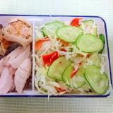 鶏ささみと海老餃子のサラダ