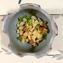 レンコン、えんどう、赤大根の茎の炒め物
