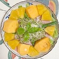 ロースハム、アスパラ、柿、パインのサラダ