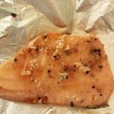 鮭のピリ辛ガーリックホイル焼き