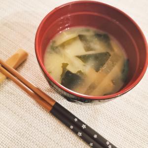 キャベツとわかめの味噌汁