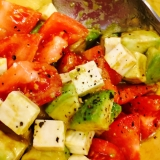 アボカドチーズトマトサラダ