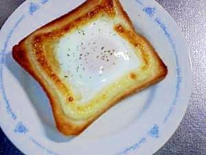 パン屋さんの目玉トースト