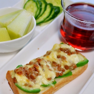 アボカド&クリームチーズ納豆トースト