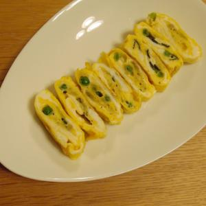 冷凍えんどう豆ととろろ昆布と海苔の卵焼き