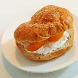 ホイップとみかんのごまロールパン