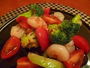 小海老とトマトとブロッコリーのエスニックサラダ