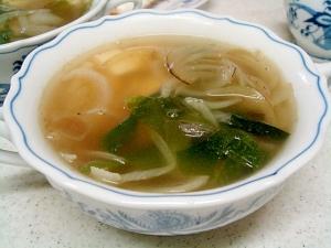 豆腐と玉葱、ワカメの中華スープ