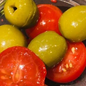 オリーブとミニトマトのマリネ