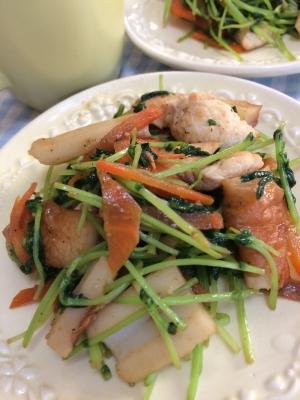 鶏胸肉と豆苗のニンニク炒め
