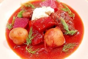 ゴロゴロお肉と野菜のボルシチ