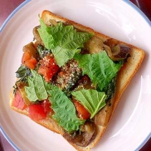 なすいりとトマトのトースト