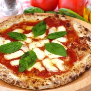 外カリ中モチの本格ナポリピザ「マルゲリータ」