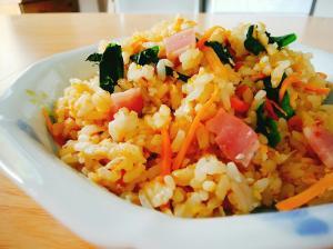 ベーコンと小松菜と人参の炒飯