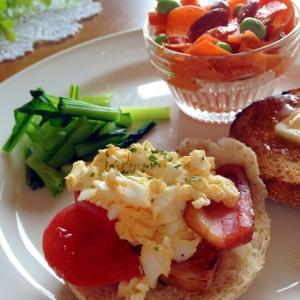 イングリッシュマフィンのワンプレート朝食
