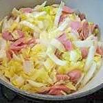 簡単!調味料要らずの白菜とウィンナーの蒸し炒め♪