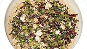 セロリ葉・ひじき・豆腐の炒め物