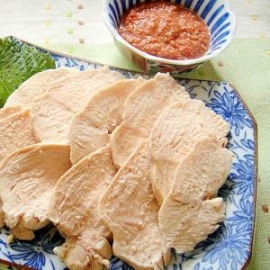 鶏むね肉で☆茹で鶏の梅ごまだれ添え