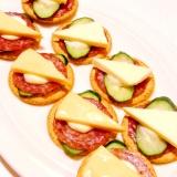 サラミとチーズときゅうりのカナッペ