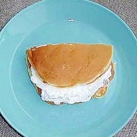 ホットケーキの生クリームサンド