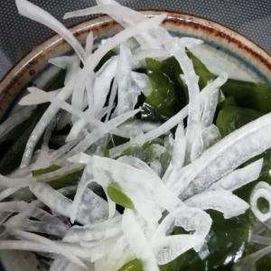 ワカメと玉ねぎのサラダ