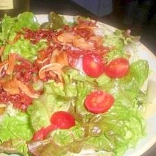 カリカリベーコンとガーリックのサラダ