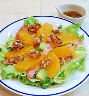 オレンジとくるみのグリーンサラダ