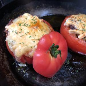 パンにもご飯にも合う!トマトの肉詰め