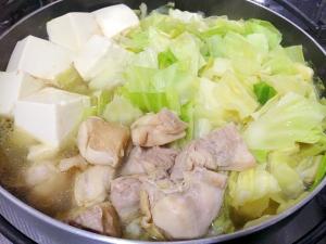 簡単手作り☆鶏肉とキャベツの塩ちゃんこ鍋