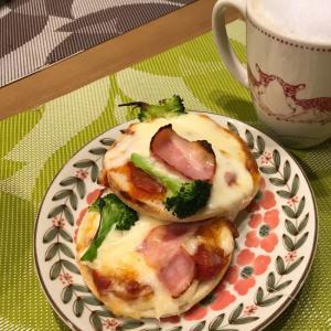 超熟イングリッシュマフィンでとろける朝食ピザ