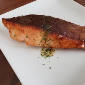 鮭のムニエルバター醤油ソース