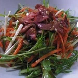 さっぱり にんじんと水菜のホットドレッシングサラダ