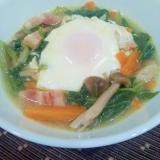 小松菜とベーコンの巣ごもり卵のスープ煮♪