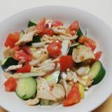 切落しチキンのまろやかコクの炒めたまねぎ野菜サラダ