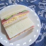 ハムとたまごときゅうりのサンドイッチ