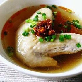 鶏手羽のピリ辛スープ。