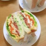チキンとお野菜たっぷりサンドイッチ♪